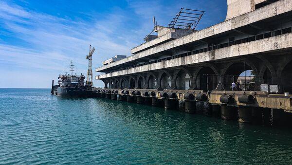 Дноуглубительные работы в сухумском порту - Sputnik Абхазия