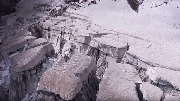 «Предупреждение всему миру»: в Италии готовятся к сходу ледника Планпансье - Sputnik Абхазия