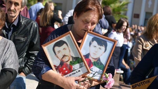 Церемония возложения цветов к Мемориалу Славы в честь Дня Победы и Независимости Абхазии прошла в Сухуме - Sputnik Абхазия