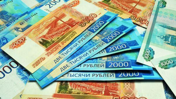 Банкноты номиналом 1000, 2000 и 5000 рублей. - Sputnik Абхазия