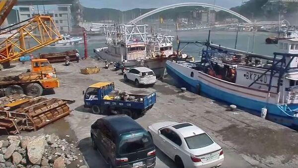 Момент обрушения моста на Тайване - Sputnik Абхазия