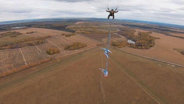 Небо - не предел. Две воздушные гимнастки из России исполнили трюки на параплане - Sputnik Абхазия