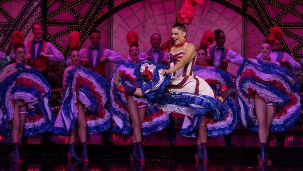 Танцовщица Мулер Руж Ольга Хохлова во время выступления  - Sputnik Абхазия