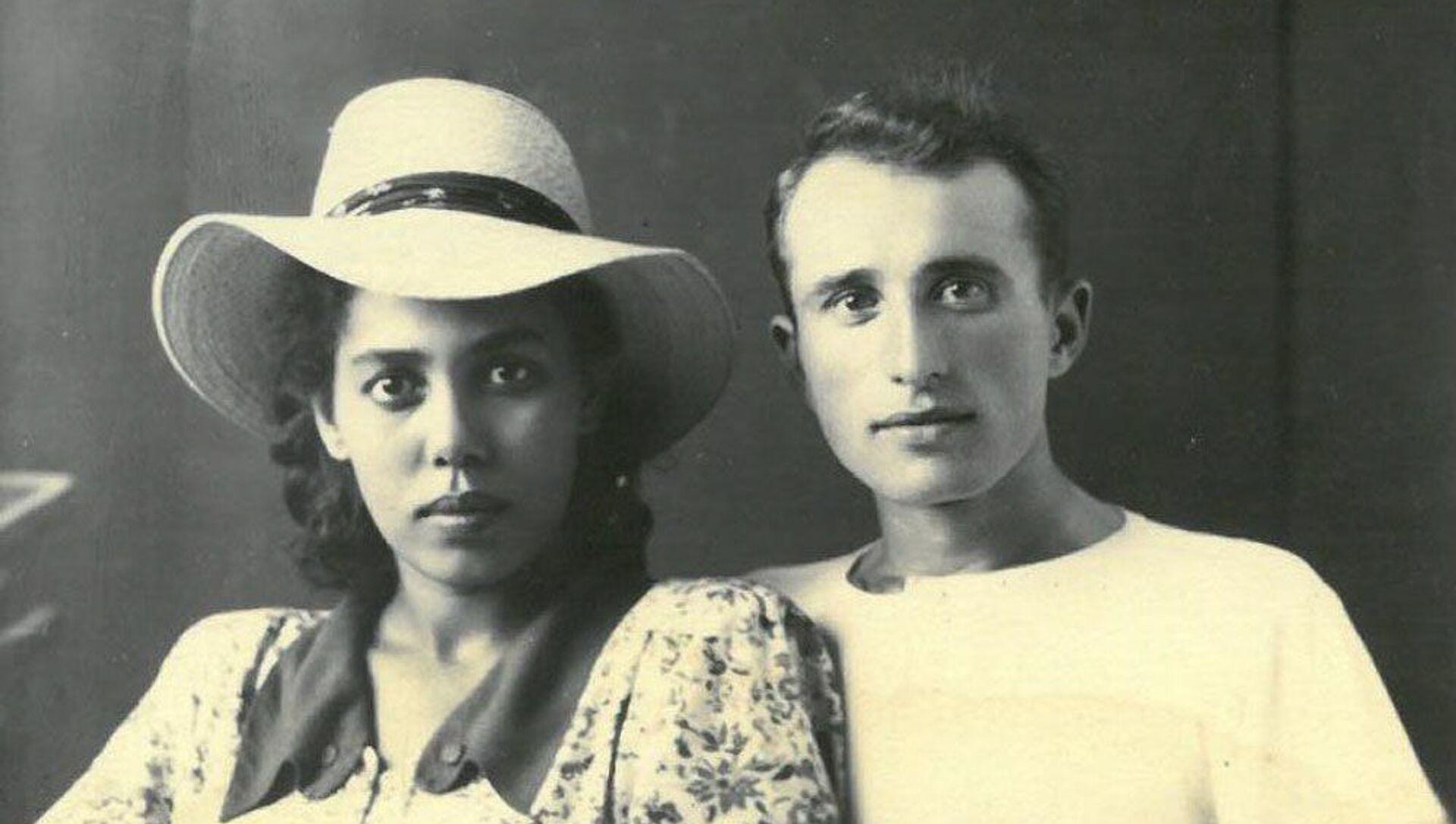 Семен Бобылев случайно наткнулся на одну из газет, где была напечатана история семьи Абаш. Он влюбился в Нуцу с первого взгляда, спустя несколько лет они поженились. - Sputnik Абхазия, 1920, 07.10.2021