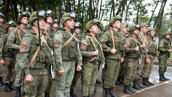 В Абхазии разведывательное и огнеметное подразделения ЮВО подтвердили почетное наименование «Ударное подразделение» - Sputnik Аҧсны