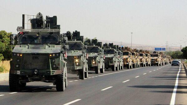 Колонна турецкой военной техники на турецко-сирийской границе. 9 октября 2019 - Sputnik Абхазия