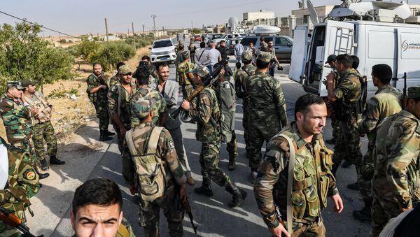 Сирийские правительственные войска на окраине северного города Манбидж - Sputnik Абхазия
