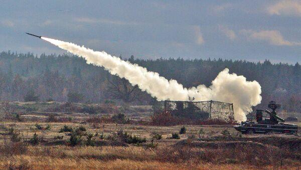 Пуск ракеты из зенитно-ракетного комплекса «Оса»  - Sputnik Абхазия