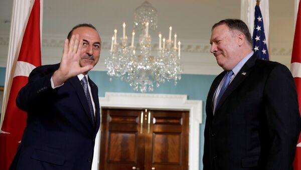 Госсекретарь Майк Помпео встретился в Вашингтоне с министром иностранных дел Турции Мевлютом Чавушоглу - Sputnik Абхазия