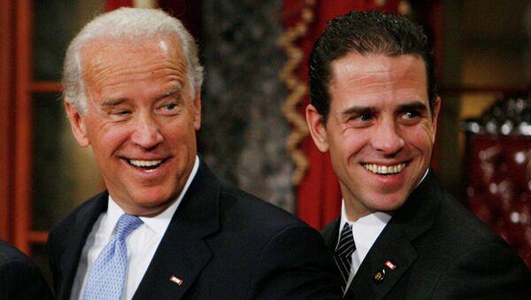 Джо Байден с сыном Хантером в Вашингтоне. 2009 год  - Sputnik Абхазия