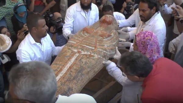 Первая крупная находка египетских археологов: в Луксоре обнаружили 30 саркофагов - Sputnik Абхазия