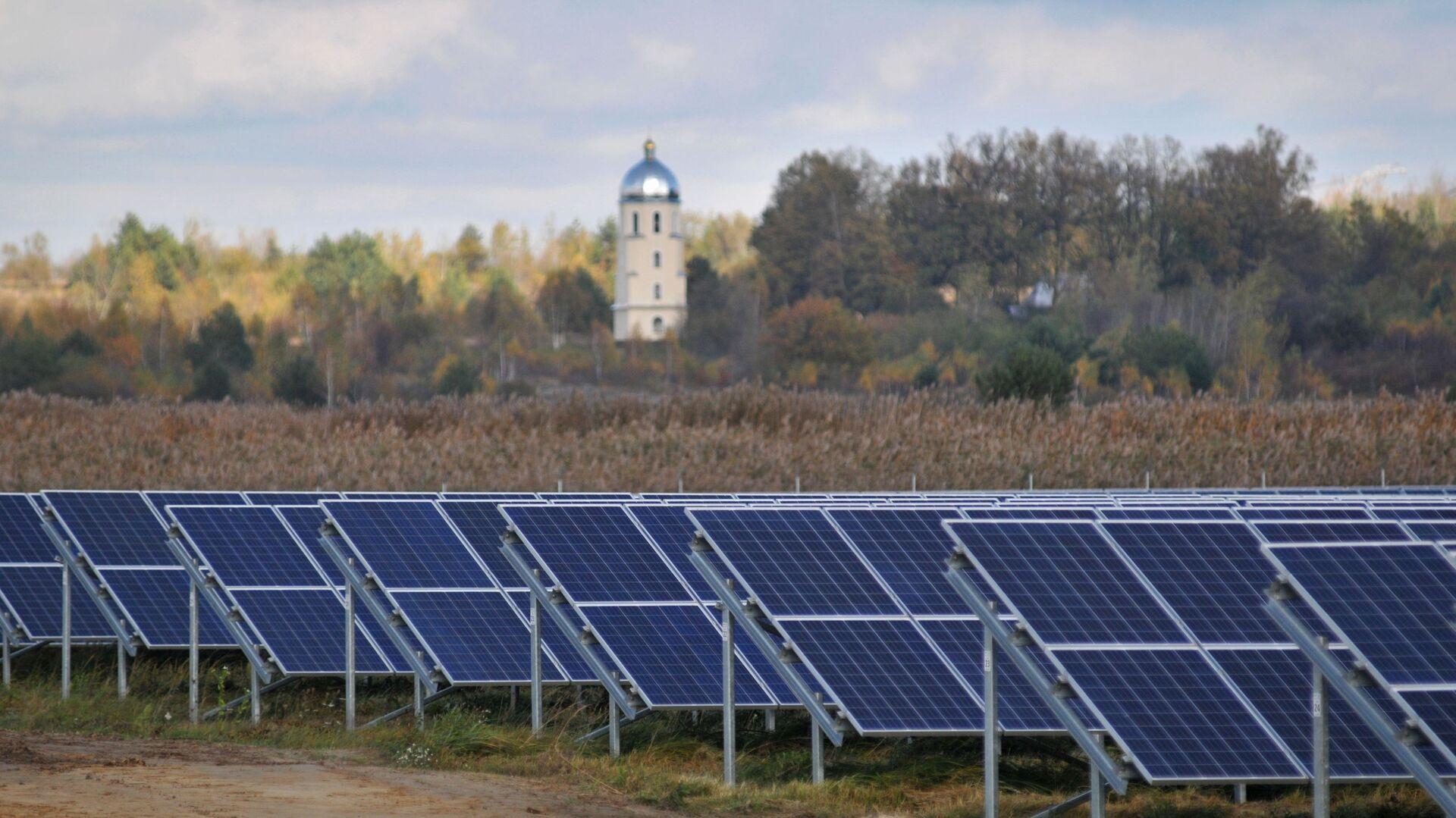 Ветряная и солнечная электростанции во Львовской области - Sputnik Абхазия, 1920, 12.10.2021