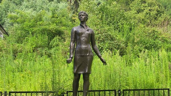 Архивное фото памятника Надежде Курченко в Сухуме - Sputnik Абхазия