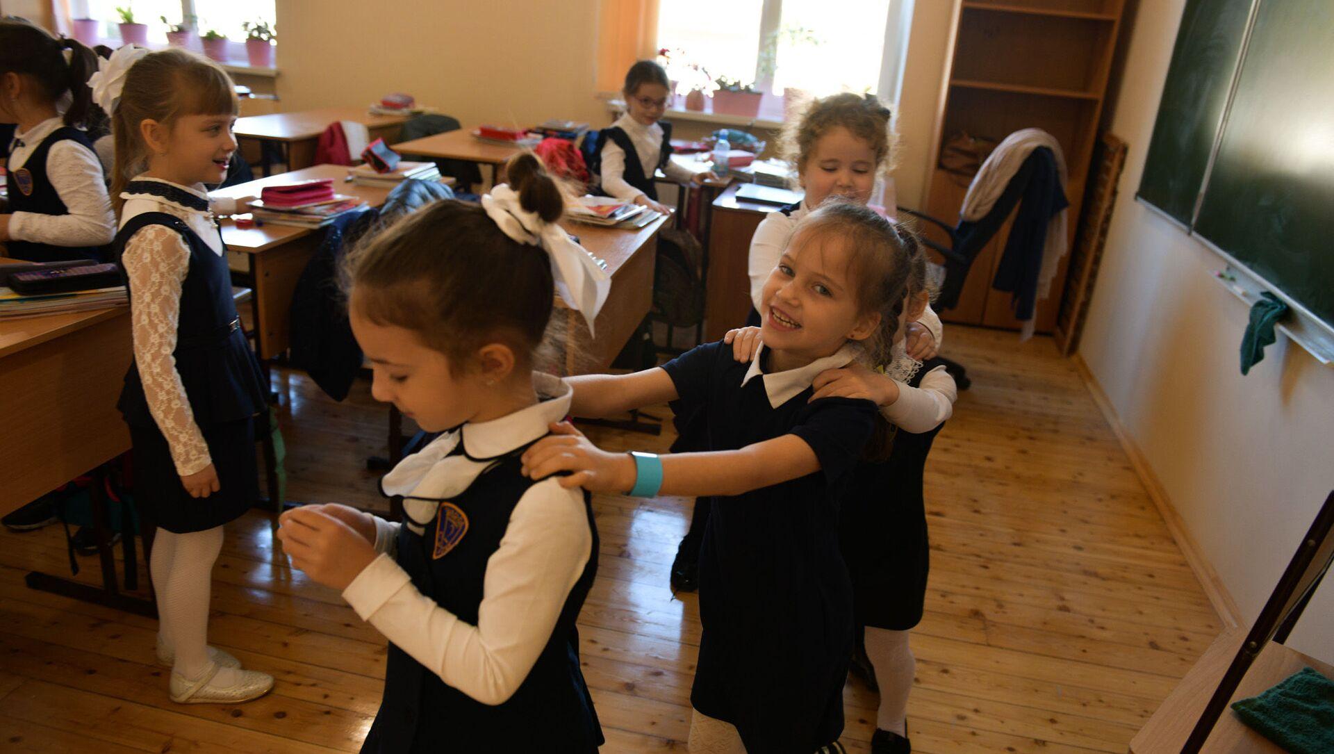 Ученики Сухумской школы №2 вернулись в учебное заведение - Sputnik Аҧсны, 1920, 29.08.2021