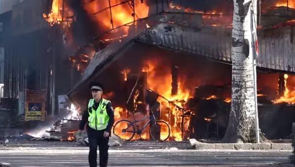 Взрывы в центре Бишкека и сильный пожар — видео с места ЧП - Sputnik Абхазия