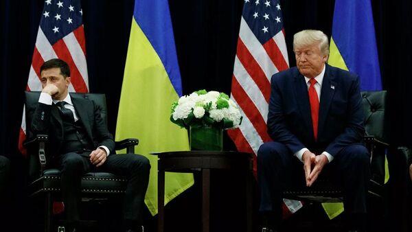 Президент Украины Владимир Зеленский и президент США Дональд Трамп во время встречи в Нью-Йорке, США. Архивное фото - Sputnik Абхазия
