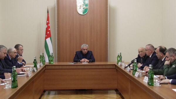 Президент Республики Абхазия Рауль Хаджимба провел заседание Совета Безопасности в связи с происшествием в Сухуме - Sputnik Аҧсны