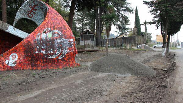 Автобусная остановка требующая реставрации  - Sputnik Абхазия