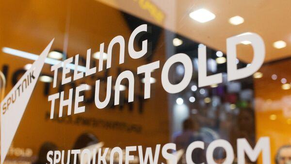 Слоган Telling the untold на студии международного информационного агентства и радио Sputnik - Sputnik Абхазия