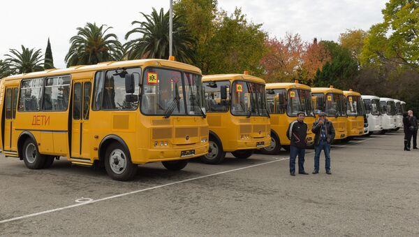 Передача школьных автобусов и карет скорой помощи  - Sputnik Абхазия