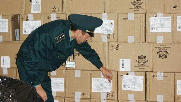 Задержана грузовая фура с контрабандной табачной продукцией в цитрусовых    - Sputnik Абхазия