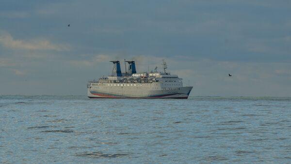 Круизный лайнер Князь Владимир в Сухумском порту - Sputnik Абхазия