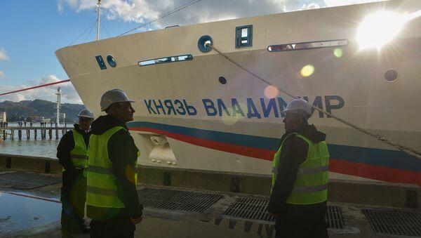 Круизный лайнер Князь Владимир в Сухумском порту - Sputnik Аҧсны