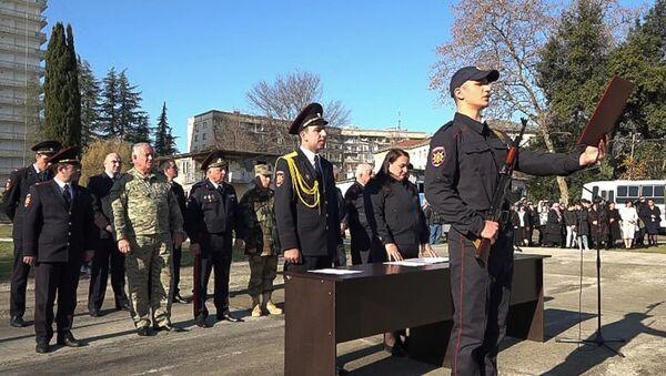 Первокурсники Учебного центра МВД торжественно приняли Присягу сотрудника органов внутренних дел Республики Абхазия - Sputnik Абхазия