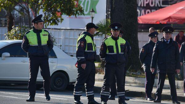 Автоинспекторы начали утренние рейды сразу на четырех центральных улицах - Sputnik Абхазия