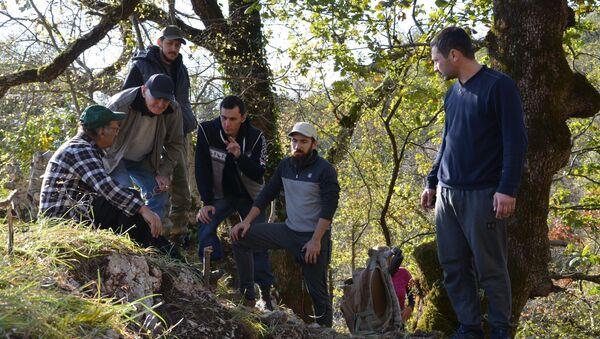 Участники раскопок Великой Абхазской стены - Sputnik Абхазия