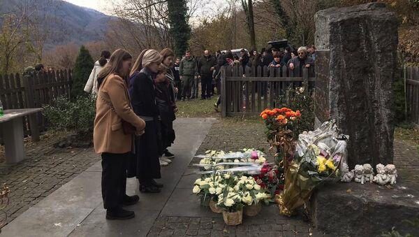 В Лате почтили память погибших в сбитом грузинскими гвардейцами вертолете - Sputnik Абхазия