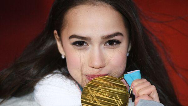 Российская спортсменка Алина Загитова, завоевавшая золотую медаль в женском одиночном катании на соревнованиях по фигурному катанию на XXIII зимних Олимпийских играх - Sputnik Абхазия