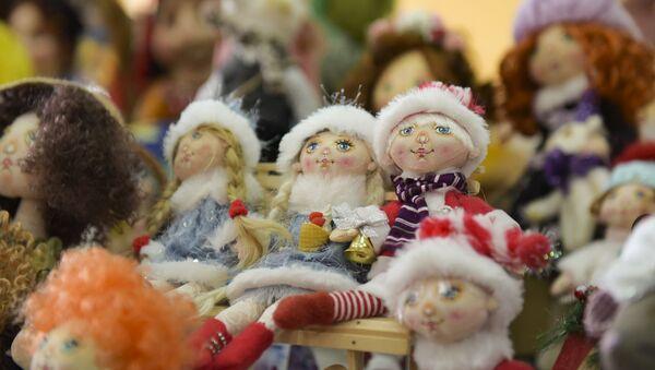 Куклы на ярмарке в Сухуме  - Sputnik Абхазия