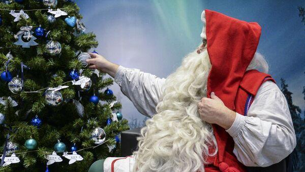 Гость из Лапландии, финский Дед Мороз – Йоулупукки в аэропорту Пулково. - Sputnik Абхазия