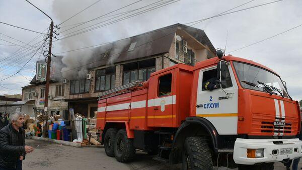 Пожар на улице Гулиа в Сухуме - Sputnik Абхазия
