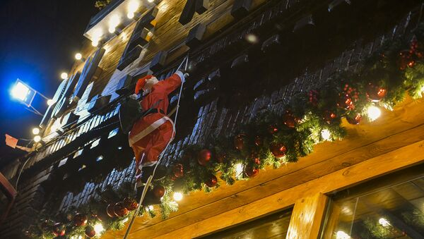 К кому-то уже спешит Дед Мороз с подарками - Sputnik Абхазия