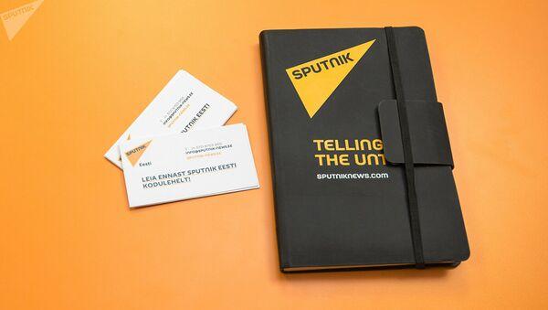 Ежедневник и визитки на столе пресс-центра Sputnik Эстония. Архивное фото - Sputnik Абхазия