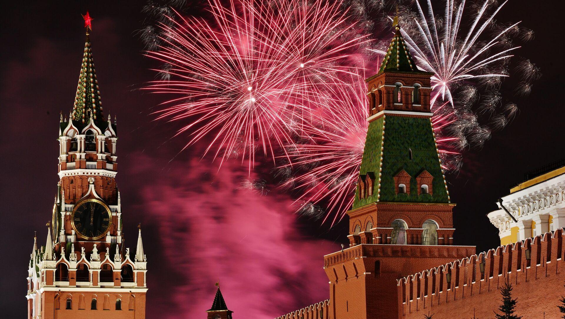 Новогодний салют над Красной площадью в Москве - Sputnik Аҧсны, 1920, 01.09.2021
