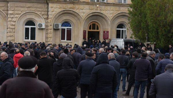 Участники митинга у Администрации президента заявили, что не намерены уходить до ухода Рауля Хаджимба в отставку и назначения новых выборов. - Sputnik Абхазия