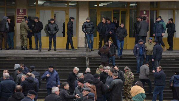 10 января собрались и сторонники действующего президента Рауля Хаджимба.  - Sputnik Абхазия
