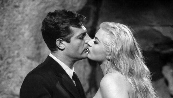 Кадр из фильма Федерико Феллини Сладкая жизнь 1960 год - Sputnik Абхазия