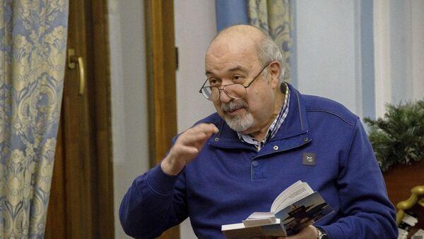 Лауреат литературной премии имени Фазиля Искандера Владимир Делба.  - Sputnik Абхазия