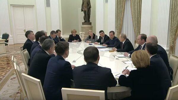 Встреча Владимира Путина с ушедшими в отставку министрами - Sputnik Абхазия
