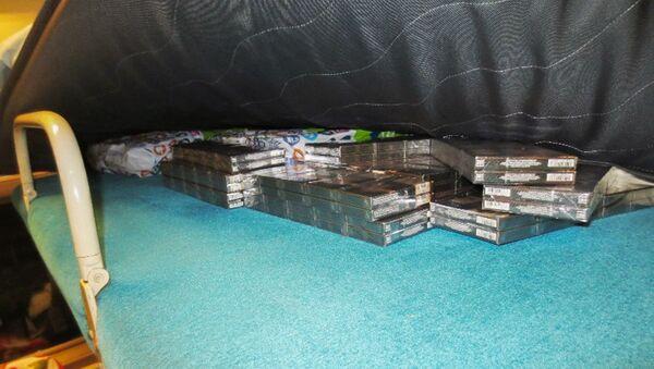 У пассажирок поезда «Сухум-Москва» в Сочи изъяли более 500 блоков контрабандных сигарет - Sputnik Абхазия