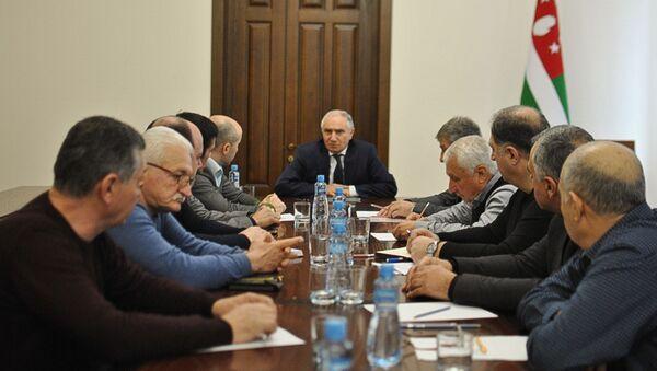 Премьер-министр Валерий Бганба провёл совещание с руководителями госпредприятий - Sputnik Абхазия