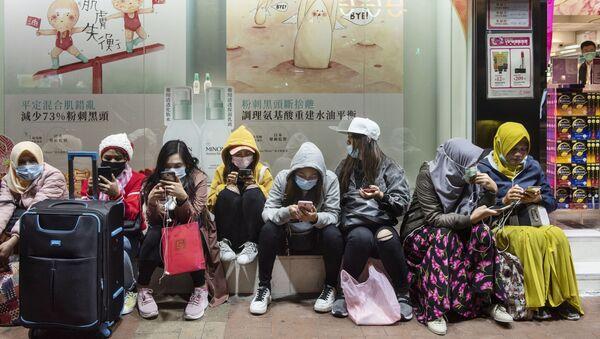 Женщины в защитных масках на одной из улиц в Гонконге - Sputnik Абхазия