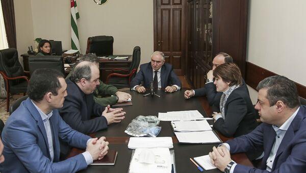 Валерий Бганба провёл совещание о мерах по предупреждению распространения коронавируса на территории Абхазии - Sputnik Абхазия
