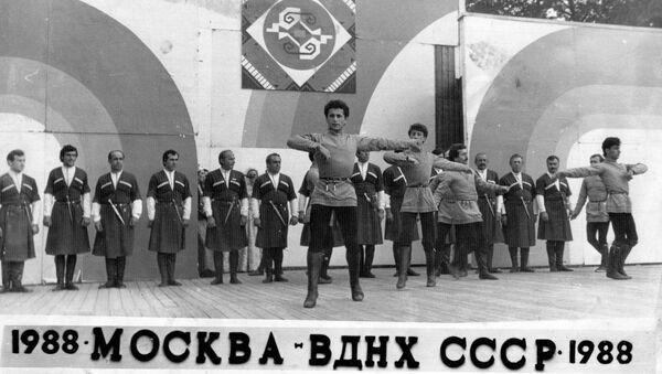 Асцена амца азыркуа: акәашаҩ Џьон Хәынҵариа иҭоурых - Sputnik Аҧсны