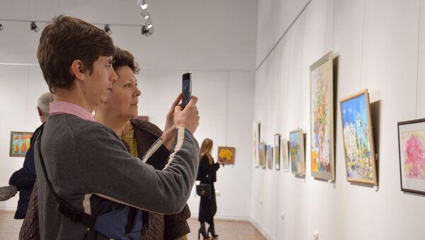Ежегодная весенняя выставка открылась в Центральном выставочном зале Сухума - Sputnik Аҧсны