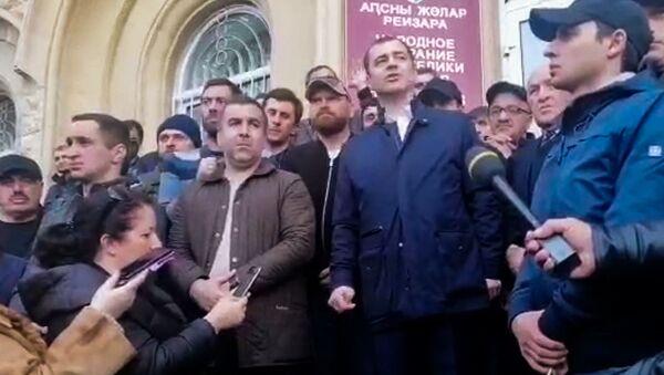 Выступление Агура Ардзинба перед митингующими  - Sputnik Аҧсны